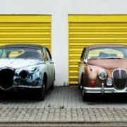 2台の自動車