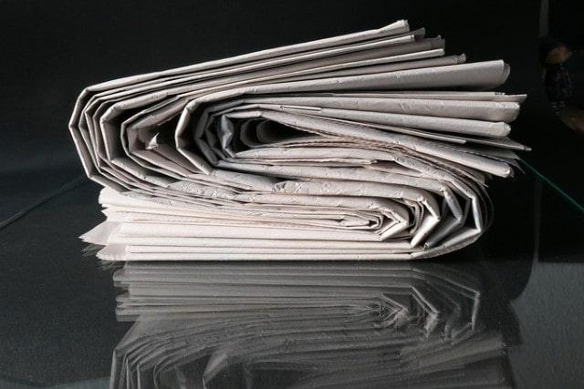 圧縮された新聞紙