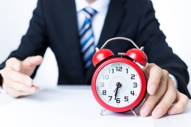 仕事中の眠気を覚ます4つの方法